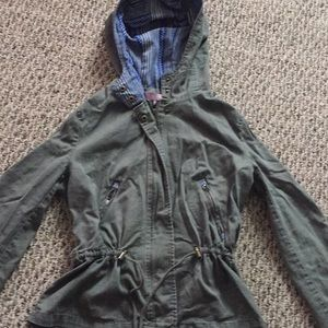 Jackets & Blazers - SO CUTE!! Green lightweight jacket size medium